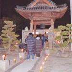 朝田寺除夜の鐘に向かう人々